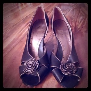 Kenneth Cole reaction bronze and gold heels